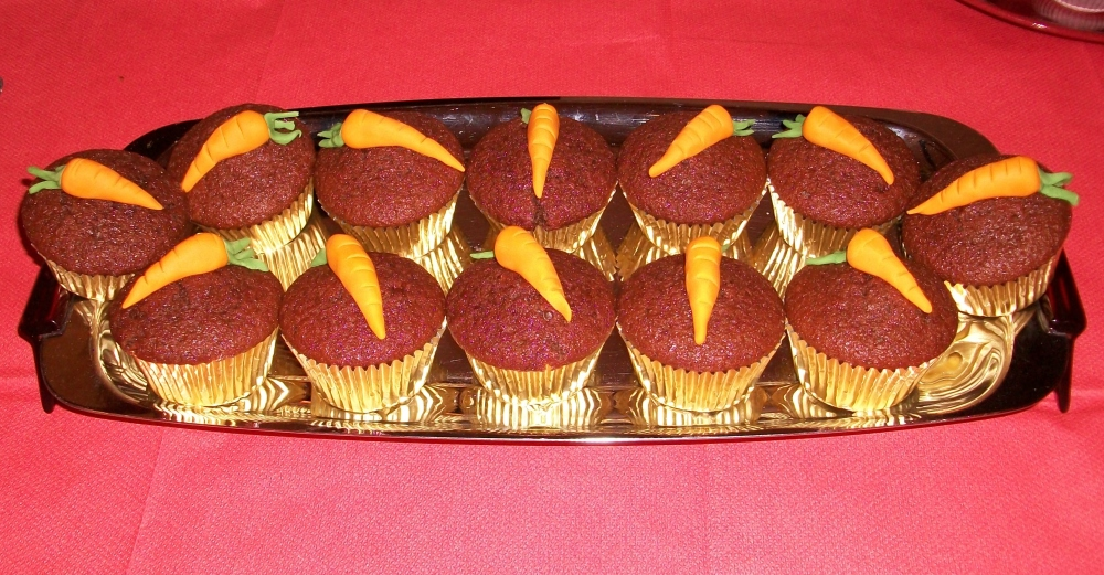 Immaculate little chocolate and beetroot muffins from Dave with distraction tactic icing carrots. Mixed reaction on these- the beetroot haters among us found the beet taste too overwhelming and did not enjoy. Beetophiles such as myself could taste only a light and moist cakey goodness. And what a result for his first ever bake, God bless you Dave!