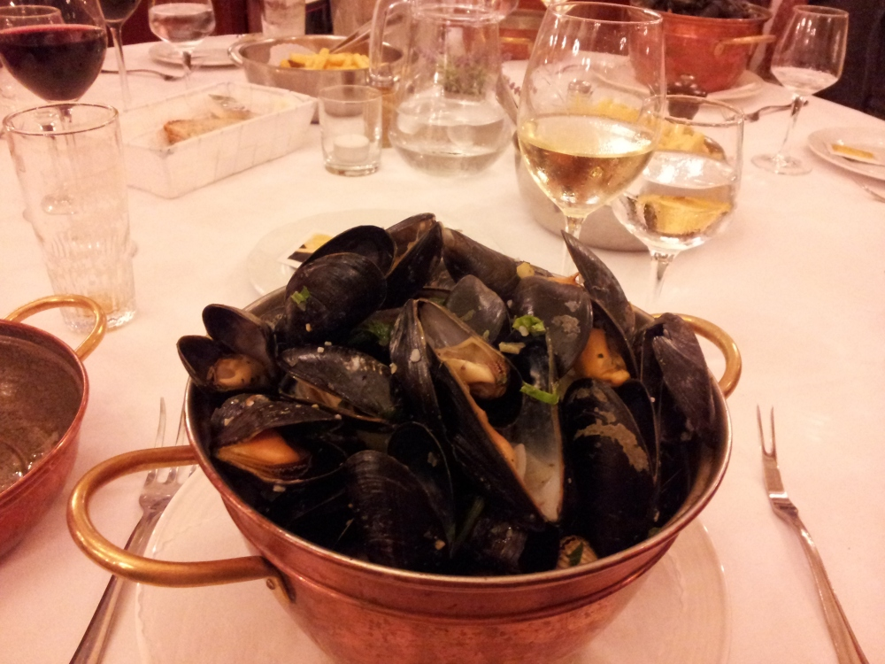 Mussels n Frites, a must-do Belgian dinner, with an old favourite french white. Perfect.